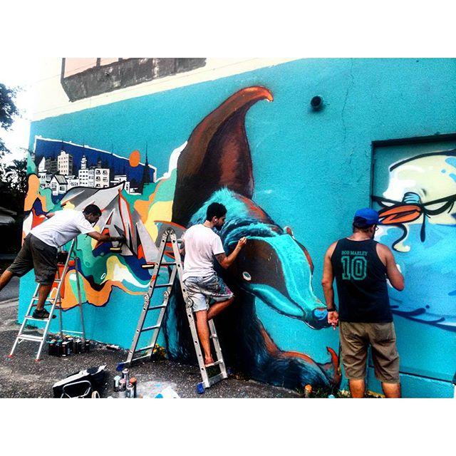 #StreetArtRio @betofame (Fame), @heitorcorreahc (Heitor) e @bivup (Bives) pintando muro perto da praça São Francisco Xavier @nrvocoletivo (NRVO crew) Tirada em 26/12/2015