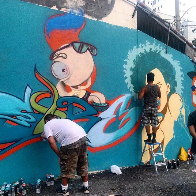 #StreetArtRio @felipesore (Sore) e @ilpe77 (Ilpe) pintando muro perto da praça São Francisco Xavier @nrvocoletivo (NRVO crew) Tirada em 26/12/2015