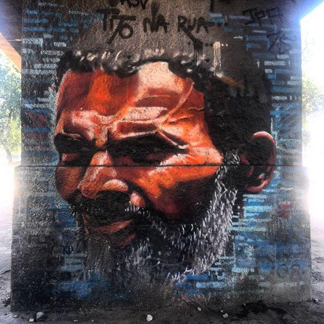 #StreetArtRio Grafite debaixo do Elevado Engenheiro Freyssinet Artista: @tito_na_rua (Tito) Tirada em 18/12/2015