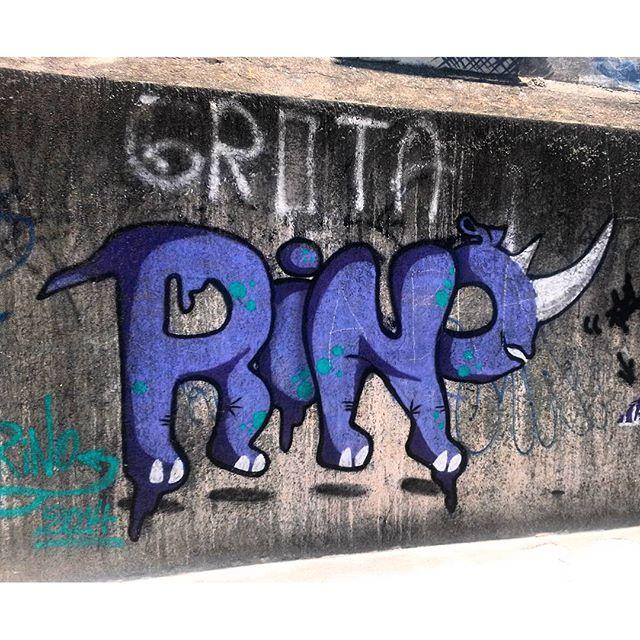 #StreetArtRio Grafite na Rua João Paulo I perto do viaduto Paulo de Frontin Artista: #rino Tirada em 18/12/2015