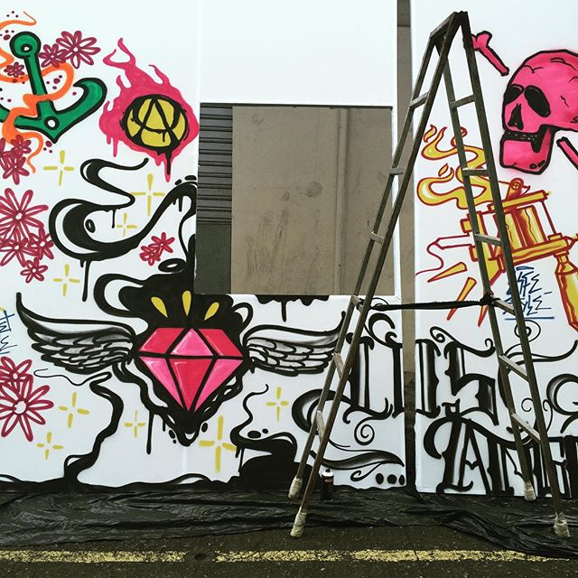 Tá fluindo... #cenografia #pandronobã #workhard #streetartrio #urbanart #streetartbrasil #spraypaint #artederua #artistasurbanoscrew #ruasdazn 2015