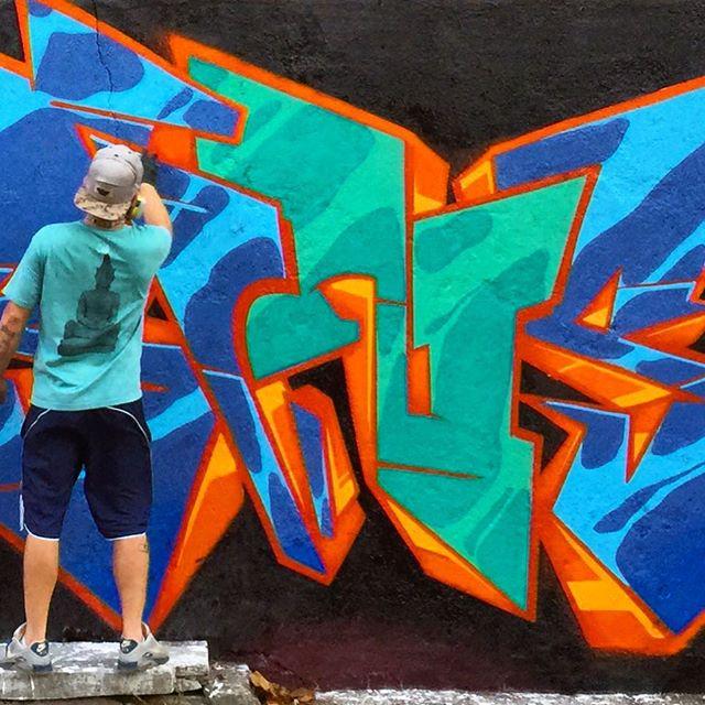 Vamos colaborar com o Super Artista @jougraffiti Será uma websérie pro YouTube pra mostrar a cena do graffiti carioca conduzida pelo Super Artista @marcelojou Tá rolando uma campanha de financiamento coletivo no benfeitoria pra fazer esse projeto acontecer, o link é: benfeitoria.com/jougraffiti Estamos nos últimos 4 dias de campanha, qualquer contribuição é muito importante pra fazer esse projeto acontecer!