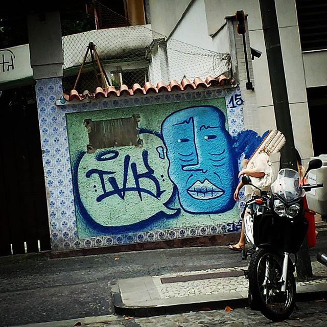 #grafite #graffiti #graff #instagraff #graffitirio #wallpainting #paint #painting #bombing #graffitiphoto #graffitiphotography #streetphotography #streetphoto #instastreet #street #Rua #Leblon #RiodeJaneiro #RJ #Brasil #StreetArtRio
