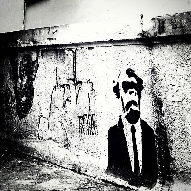 #natafamilia #stencil #graffiti #graff #grafite #urbangraffiti #instagrafite #instagraff #graffitirio #graffitiphoto #graffitiphotography #streetphotography #streetphoto #instastreet #Rua #bnw #blackandwhite #insta_bnw #monotone #pretoebranco #monochrome #bnwphotography #bnw_street #santatereza #Rio #RiodeJaneiro #RJ #Brasil #StreetArtRio