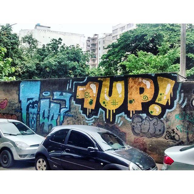 por: @1up_crew_official • #rjvandal #streetartrio #streetart #graffiti #graffitiart #art #riodejaneiro #tags #tagsandthrows #throwsup #throwsupz #bombing #bomb #grafite #artist #artoftheday #arteurbana #rj #urbanart #artederua #rua #graffitiwall #sprayart #vandal #galeriaceuaberto #olheosmuros #bombingbrasil #graffitirio #art #makeart