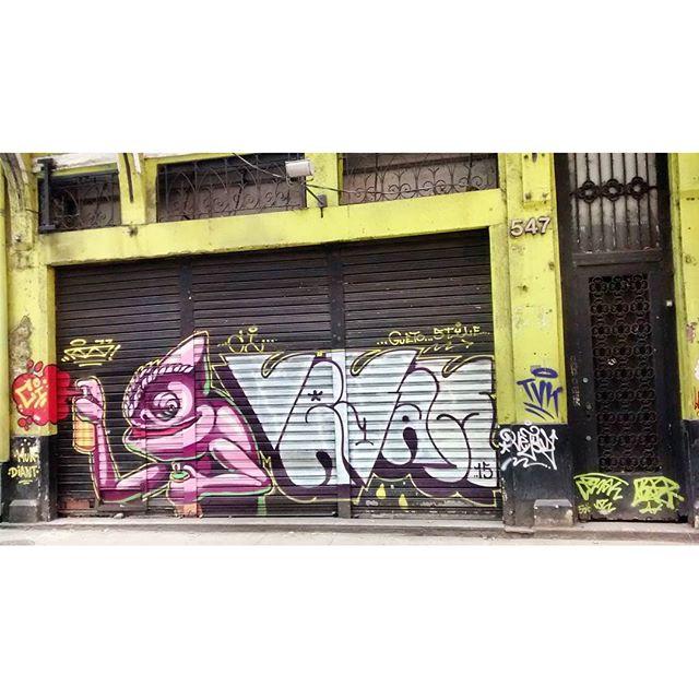 por: @artedorizo @vejam_ @tamovivo @familia5estrelas • #rjvandal #streetartrio #streetart #graffiti #graffitiart #art #riodejaneiro #tags #tagsandthrows #throwsup #throwsupz #bombing #bomb #grafite #artist #artoftheday #arteurbana #rj #urbanart #artederua #rua #graffitiwall #sprayart #vandal #galeriaceuaberto #olheosmuros #bombingbrasil #graffitirio #art #makeartist