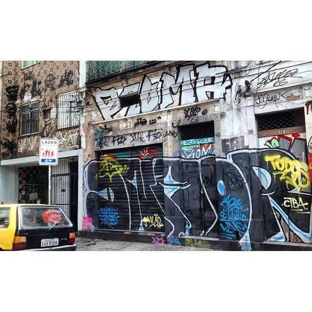 por: @dnartcrew @romastreetart• #rjvandal #streetartrio #streetart #graffiti #graffitiart #art #riodejaneiro #tags #tagsandthrows #throwsup #throwsupz #bombing #bomb #grafite #artist #artoftheday #arteurbana #rj #urbanart #artederua #rua #graffitiwall #sprayart #vandal #galeriaceuaberto #olheosmuros #bombingbrasil #graffitirio #art #makeart #dnaor