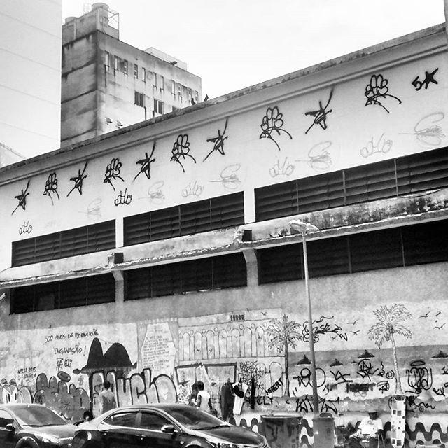 por: @familia5estrelas • #rjvandal #streetartrio #streetart #graffiti #graffitiart #art #riodejaneiro #tags #tagsandthrows #throwsup #throwsupz #bombing #bomb #grafite #artist #artoftheday #arteurbana #rj #urbanart #artederua #rua #graffitiwall #sprayart #vandal #galeriaceuaberto #olheosmuros #bombingbrasil #graffitirio #art #makeartist