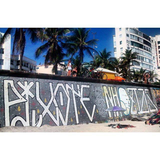 por: @themrpix @leouzai• #rjvandal #streetartrio #streetart #graffiti #graffitiart #art #riodejaneiro #tags #tagsandthrows #throwsup #throwsupz #bombing #bomb #grafite #arteurbana #rj #urbanart #artederua #rua #graffitiwall #sprayart #vandal #galeriaceuaberto #olheosmuros #bombingbrasil #graffitirio #art #makeart #vandalismo
