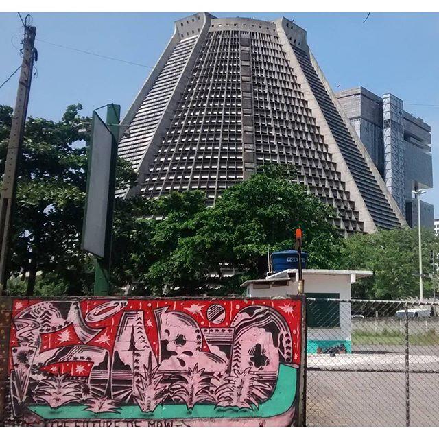 por: @theonewhoknows • #rjvandal #streetartrio #streetart #graffiti #graffitiart #art #riodejaneiro #tags #tagsandthrows #throwsup #throwsupz #bombing #bomb #grafite #artist #artoftheday #arteurbana #rj #urbanart #artederua #rua #graffitiwall #sprayart #vandal #galeriaceuaberto #olheosmuros #bombingbrasil #graffitirio #art #makeart #vandalismo #