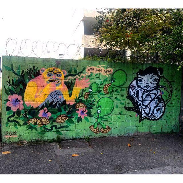 #streetartrio Grafite na esquina da Campos Sales com a Doutor Satamini. Artistas: @viniciuscarvas (Cash), #panks e @memiguilherme (Memi) Tirada em 12/12/2015