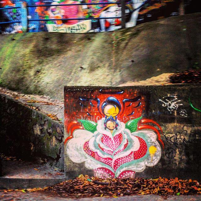 #warkrocinha #artederua #arteurbana #graffiti #streetart #urbanart #streetartrio #streetarteverywhere #streetart_daily #rsa_graffiti #spray #spraypaint #graffitiporn #graffitilovers #graffitiart #streetartandgraffiti #riodejaneiro #rio #rj #errejota #cenascariocas #misturaurbana
