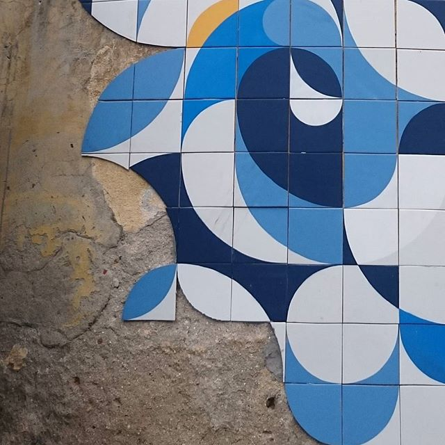 2015 ainda na pista #ColetivoMUDA #azulejo #tile #streetart #rio #sãocristovão #streetartrio #abasedemassa #rootzrockreggae