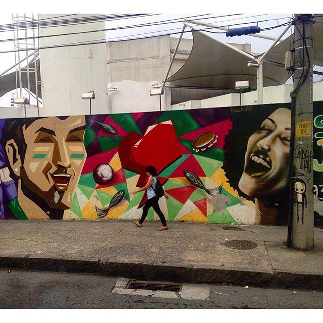 @andrea.paula.98 @bellasrio e @warkrocinha ali no cantinho. #streetartrj #streetart #streetartrio #graffiti #aruaénóiz #artederua #riodejaneiro #rj #culturaderua #centro #streetarthunter