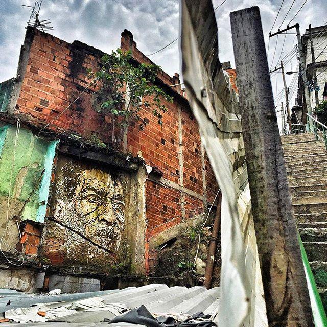@vhils нарисовал в Рио-де-Жанейро. Photo by @jkscatena. #vhils #streetartrio #streetartrj #graffitirio #graffitirj #streetartbr #igersbrazil #ig_brazil #graffitibrazil #граффити_tschelovek #streetart #urbanart #graffiti #mural #стритарт #граффити #wallart #graffitiart #artederua #grafite #arteurbana #wall #graffiticulture #graffitiwall #streetart_daily #streetarteverywhere