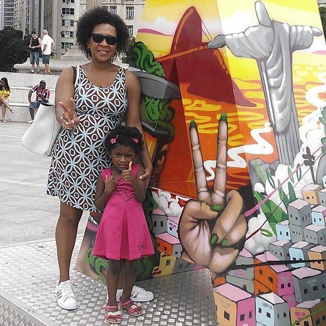 A M O R L E X A #adidas #errejota #portomaravilha #carioca #cidadeolimpica #crespas #crespasporai #negras #blackmothers #blackwoman #crespinha #naturalhair #cresponatural #grafite #graffiti #streetartrio #artderua