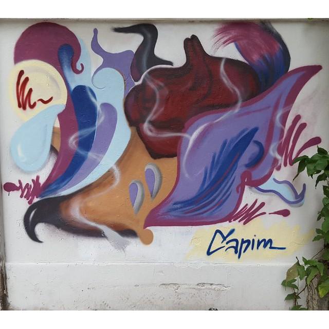 """Abstrato? """"Gastação"""" de tinta #capimnaparede #abstrato #graffiti #colors #murosdacidade #errejota #streetartrio #streetart"""