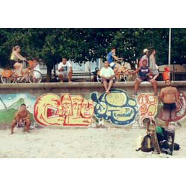 Agora, nós vamos invadir sua praia !!! #graffiti #bomb #throwup #xarpi #xarpirj #pixo #tag #vandal #vandalismo #vandalism #arteurbana #urbanart #estreetart #riodejaneiro #macacoquente #hotmonkey #amantesdotraçooculto #lovershiddenfeature #novaera #newage #StreetArtRio #vandalovers #praia #beach #arpoador #arpex #diadesol #sunnyday #amigos #friends