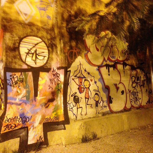 Art done by @warkrocinha and others #graffiti #grafporn #streetart #streetartrio #streetartglobe #urbanart #spraydaily #muralsdaily #botafogo #riodejaneiro #brazil