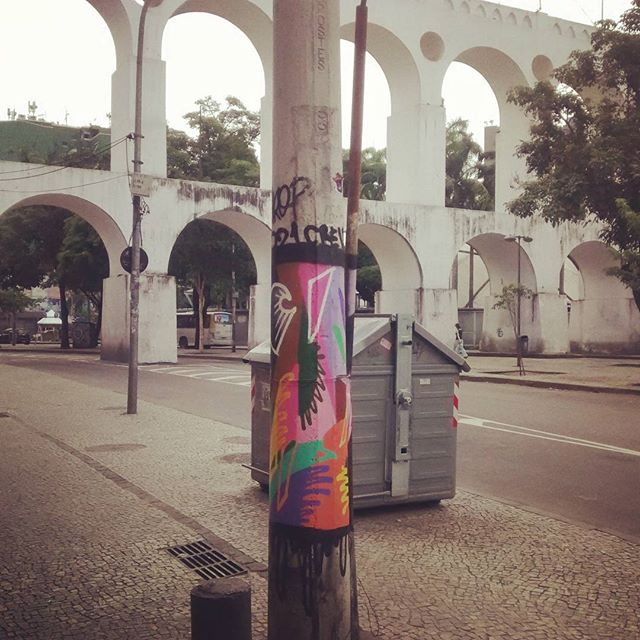 Ataque lapa. #arte #graffiti #graffitiarte #instagraffiti #instaart #streetart #streetartrio #021crew #postes #RJ #rua #cores #maiscorporfavor