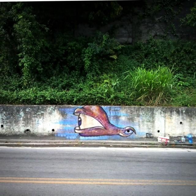 Bomb rapido de ano novo com @rafaeldraga #graffiti #canalrisco #streetart #streetbombing #niteroi #streetartrio