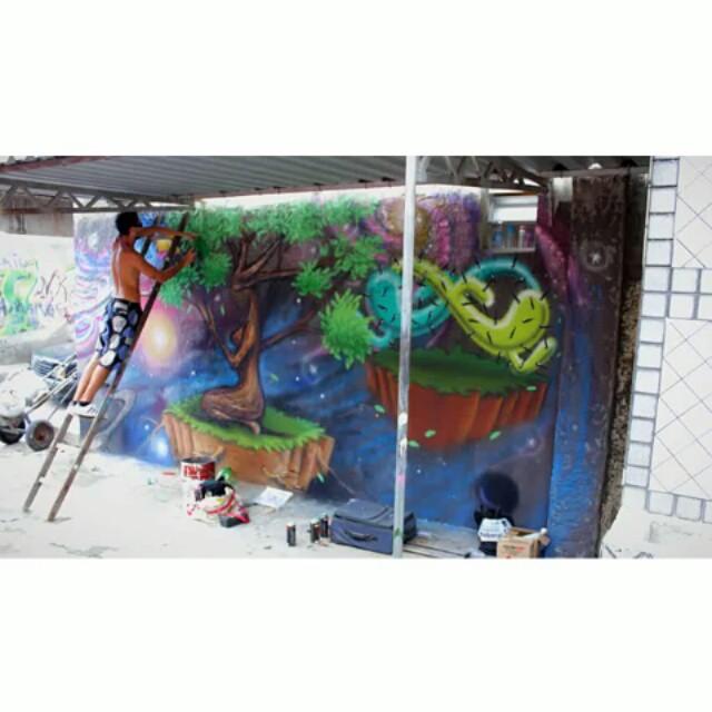 Com @marciomacvieira no @meetingofavela 2015. Ainda no painel @rafaeldraga . #graffiti #streetartrio #mof #mof10 #meetingoffavela #vilaoperaria #duquedecaxias #rj #riscocrew