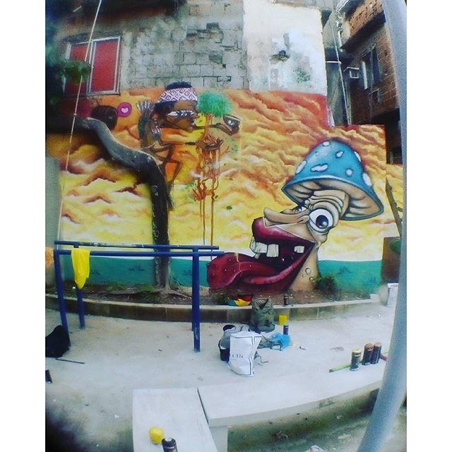 Complexo do alemão/nova Brasília #cpx RJ/2016... Com meu mano @wbidu Complexo do Alemão / new Brasilia #cpx RJ / 2016 ... With my brother wbidu #classedateliedeideias #etnograffiti #streetartrio #errejota #rio40graus #indigenous #indios #acre #florestaviva #arteurbana #caminhosabertos #visionary