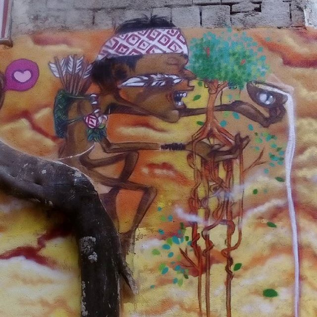 Detalhe da pintura de ontem no complexo do alemao com o coletivo nós que faz #021crew #classedateliedeideias Detail of yesterday's German painting in the complex with the collective we do. #etnograffiti #caminhosabertos #streetartrio #arteurbana #errejota #rio40graus #acre #florestaviva #indigenous #indios #instagraffiti