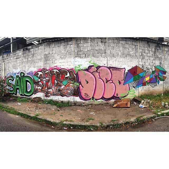 Dia desses com uma parte dos aliados na rua !! @sarah19s19 @brunozagri @diogodigone agradecido pelo rolé e aprendizado!! #graffiti #rua #sentimentos #real #spray #leters #letras #cores #streetartrio #fotografia #riodejaneiro #brasil #amigos #aliados #arte #tinta #tintasnosmuros #abstracaogeometrica #geometricabstraction #3d #minimalismo #minimalismopoetico