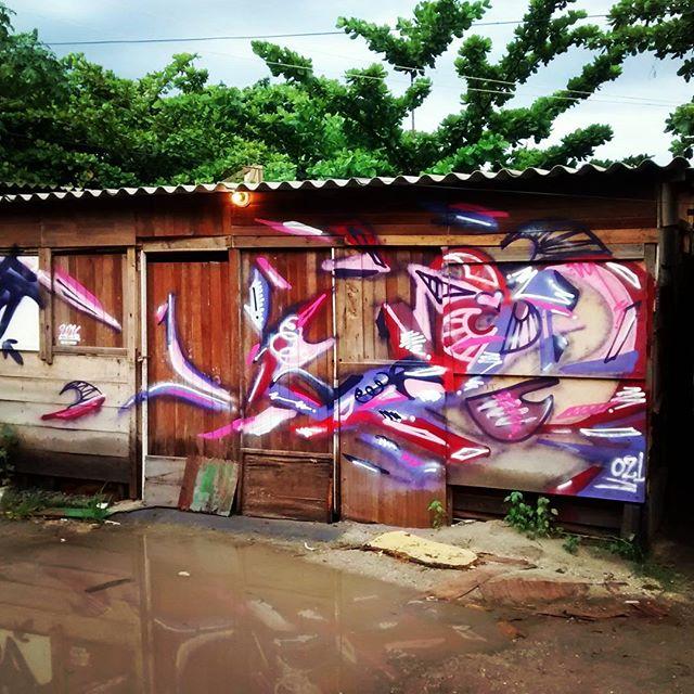 Favela. Favela. Favela. Barraco de madeira. Arte e cultura pra quem realmente precisa. Graffiti. #arte #Graffiti #rua #favela #barracodemadeira #instagraffiti #instaarte #streetart #streetartrio