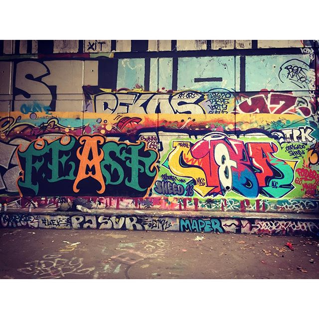 Feast e Nobã Camarada que conheci pintando durante o role em Paris. Thannks @ytfol .. #pandronobã #europetour #paris2016 #auc #mkc #artistasurbanoscrew #graffitiparis #globalstreetart #graffitiwriters #writersgraffiti #writersgraffiti #writers #spraypaint #vandal #rjvandal #streetartrio #ilovegraffiti #graffiti #urbanart #letters #lifestyle #bercyparis 2016