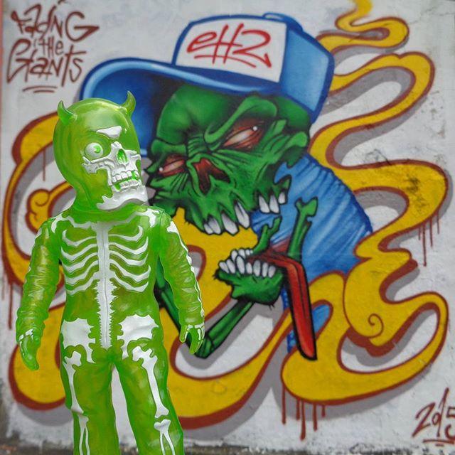 Feeling the fiendish fumes... #ch2ftg #facingthegiantsfamily #streetartrio #graffitiart #skullman #balzac #secretbase