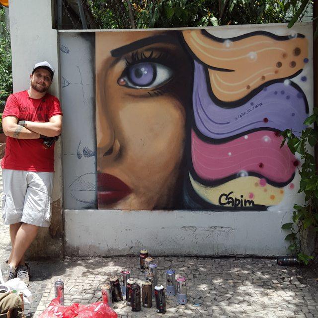 Feliz com o resultado! @nextncs : e aí? Como estou professor? ? (Não sei fazer cabelo rssss) #capimnaparede #streetartrio #streetart #errejota #copacabana #graffiti_clicks #graffitiwall #rjgraffiti #rj #copacabana #riodejaneiro #rua #murosdacidade #realismo #mtn