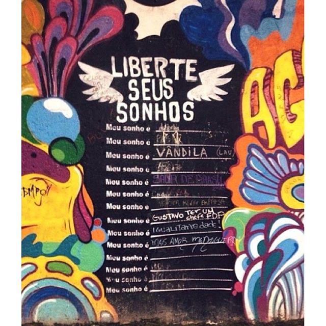 Liberte seus sonhos #urbanart #urbanwalls #streetarteverywhere #streetart #graffiti #urbanarts #streetartrio #grafittiart #graffitibrasil #streetart #graffitilovers #visitrio #cidadedorio #lifestylerio #ig_riodejaneiro_ #rioiloverio #orionaoesopraia #riodejaneiro #021rio #goodinrio #aboutrio #porainorio #rioenquadrado #riopostcard #vejario #olharescariocas #apaixonadospelorio #carioquissimo #odiaonline #rioetc