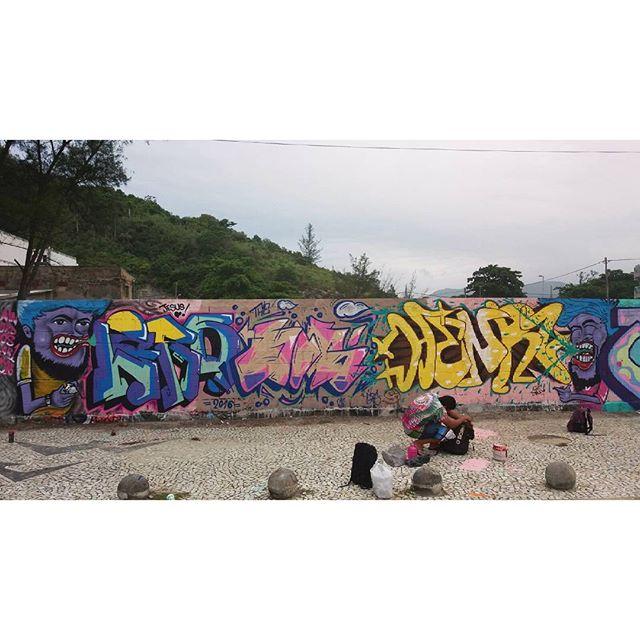 Missão hoje no recreio, conexão boa! Rolezão!  #graffiti #hosgraff #lord #henr1 #rain #streetartrio #graffitilove