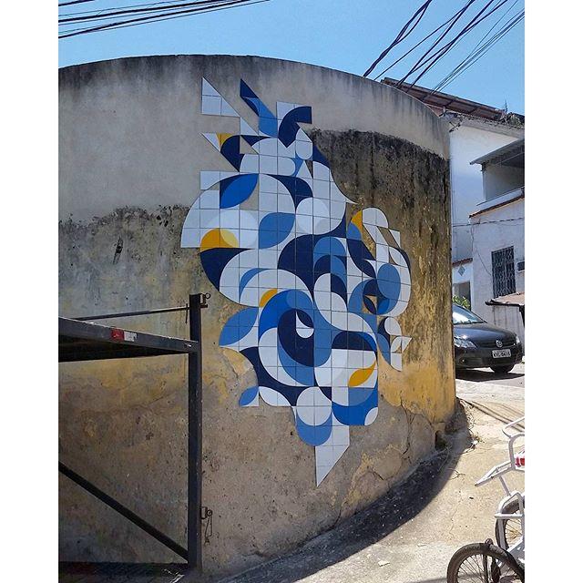 Na rua do atelier, mês passado. #coletivomuda #muda #azulejaria #azulejo #tile #arte #streetartrio #sinimbu51 #saocritovao