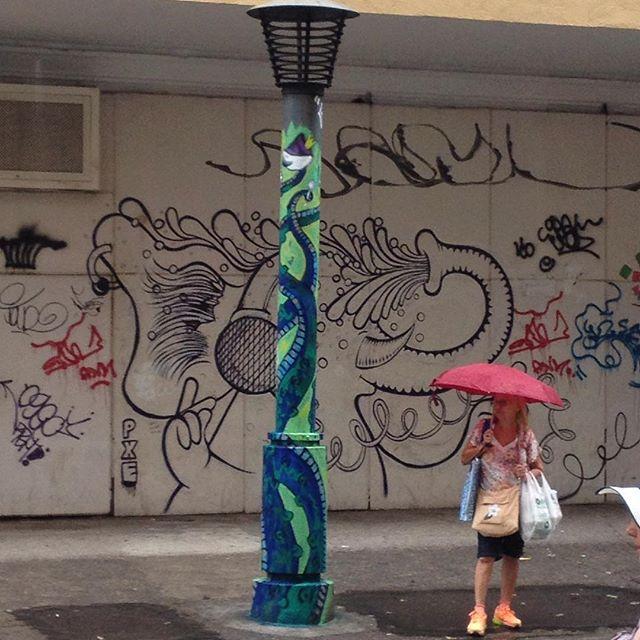 """New stuff x Old Stuff. Gosto tanto de #açai que resolvi fazer uma #arte pra homenagear o """"melhor açaí do mundo"""", logo ali na esquina... """"GG"""" by #PXE #graffiti #graffitioftheday #streetart #streetartRio #Copacabana #RiodeJaneiro #Rio450 #tentacles"""