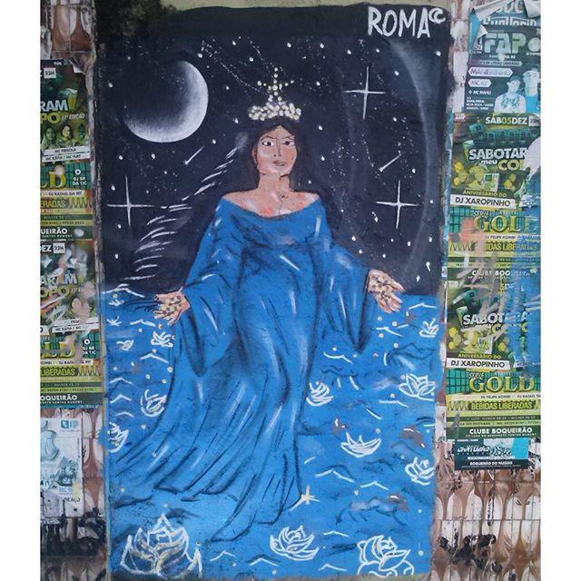 Pintura de hoje :) Odociaba... Rainha do mar, Mãe das ruas. #romastreetart #streetartrio #streetart #graffiti #ruasdazn #eupoesiaouexplodia #iemanja
