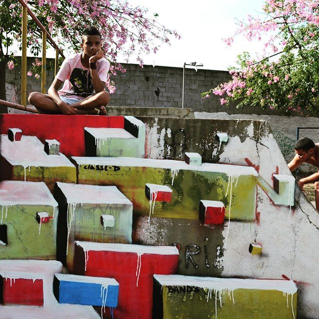 Pista de Skate - Maré- RJ. BR. 2012. #mariobands #bands #instagrafite #streetartrio #artistainterventor #classed #artistasurbanoscrew #ruasdazn #maré #faveladamare