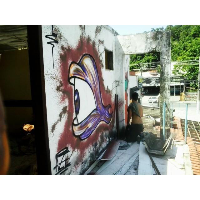Primeiro do dia #graffiti #nasalturas #canalrisco #streetart #streetbombing #streetartrio #rjvandal #niteroi #rj