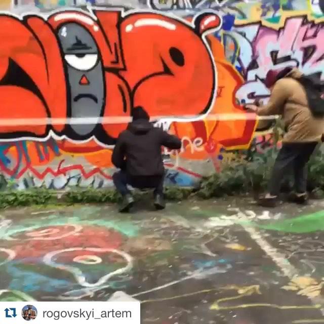 #Repost @rogovskyi_artem with @repostapp. ・・・ Урбанизация райончика) Durante meu role pelas ruas de Paris de quebra ainda rolou uma gravação para um documentário de um grupo da Ucrânia. #eurotrips #artistasurbanoscrew #graffitiparis #pandronobã #meusroles #streetartrio #streetartparis #ilovegraffiti #tagsandthrows #throwup #vandal #graffitiwriters #streetwriters #françabrasil #europetour #ruedeparis #streetart #spraypaint Merci #sheed16 #mauriciocuba 2016