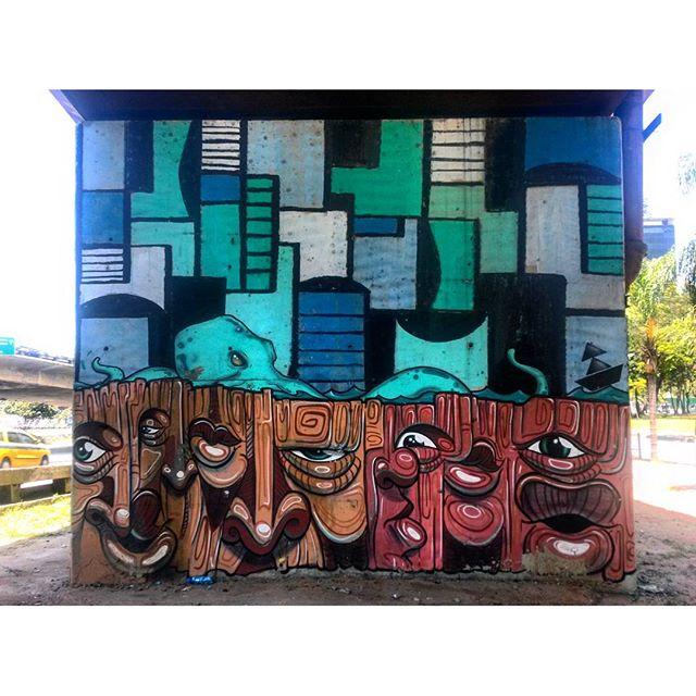 #StreetArtRio Grafite perto do Centro de Convenções SulAmérica Artistas: @rbandeira23 (Bandeira), @vhartlife (VH) e @garveyart (Garvey) #naviu (Coletivo NAVIU) Tirada em 18/12/2015