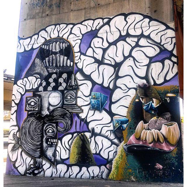 #StreetArtRio Grafite perto do Centro de Convenções SulAmérica Artistas: @searc_src (SRC), @mz_qpasa (MZ) e @heitorcorreahc (Heitor) Tirada em 18/12/2015