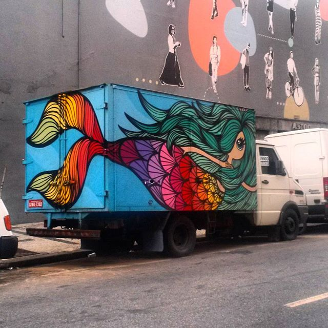 #StreetArtRio Grafite sobre carreta, 1/5 Artista: @_rafamon_ (Rafaela Monteiro)