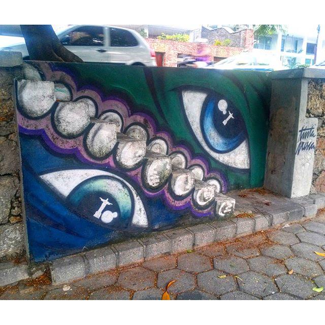 #StreetArtRio Grafite sobre escada na Lagoa, 2/2 Artistas: @eugodri (Eu) Tirada em 13/01/2016