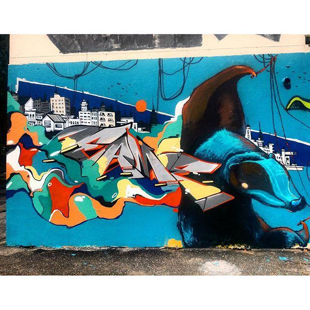 #StreetArtRio Mural no Largo de São Maron, perto da praça São Francisco Xavier, 2/5 Artistas no detalhe: @betofame (Fame) e @heitorcorreahc (Heitor) Tirada em 08/01/2016