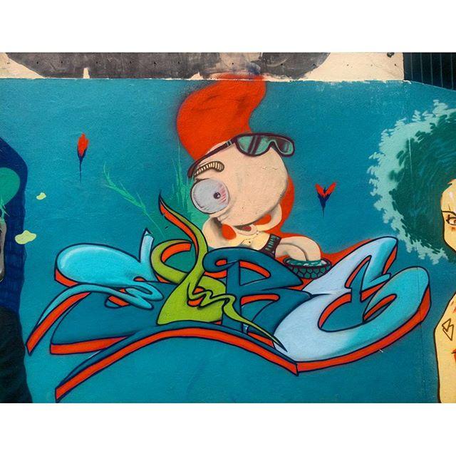 #StreetArtRio Mural no Largo de São Maron, perto da praça São Francisco Xavier, 4/5 Artistas no detalhe: #panks e @felipesore (Sore)