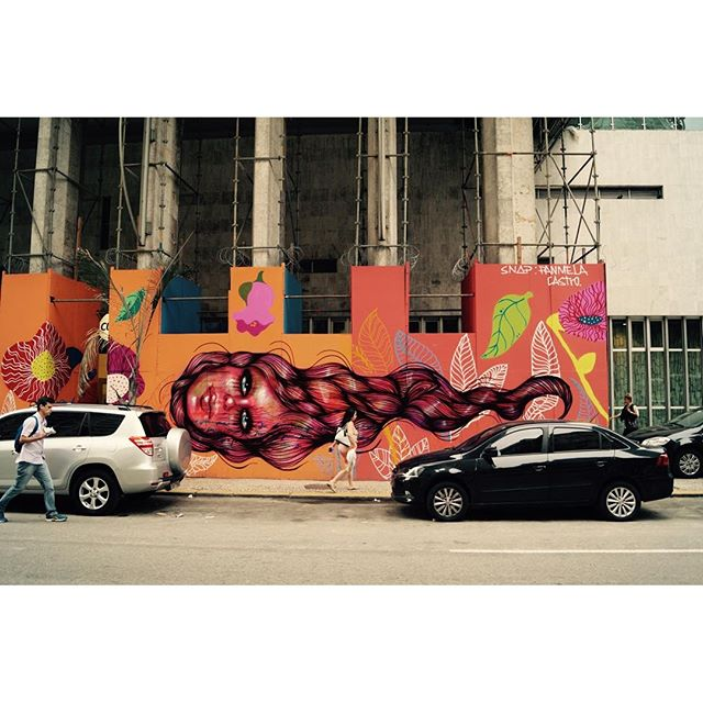 Terminado o painel da Caixa Cultural, sigo hj para SP encarando 410km de estrada para iniciar um mural de temática feminista no Sesc Santana. Lembrem que está tudo lá no SNAP PANMELACASTRO. #streetartrio