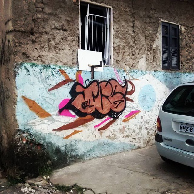 Trampo inacabado por condições de tempo nebuloso. Toma lhe chuva... Bomb de marcação.. #graffiti #rj #vm #rua #021crew #instagraffiti #instaarte #Streetart #streetartrio #errejota #bomb