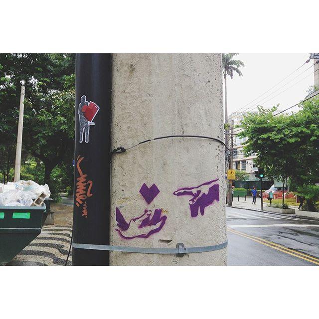 Um pouquinho de cor pra esses intermináveis dias cinzas... #stencil #streetartrio #art